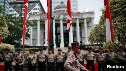 Polisi dikerahkan untuk mengamankan gedung Mahkamah Konstitusi di Jakarta menjelang pembacaan putusan sengketa pilpres 2014, Kamis (21/8).
