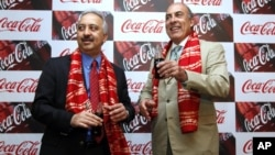 Chairman and CEO of Coca-Cola Co. Muhtar Kent, right, and President and CEO of Coca Cola India and South West Asia Atul Singh pose before their meeting in New Delhi, India, June 26, 2012.