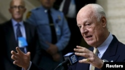 스테판 데 미스투라 유엔 시리아 특사가 1일 스위스 제네바 유엔 본부에서 기자회견을 하고 있다.