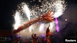 北京火龍慶新年。