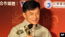 终身成就奖得主成龙表示自己爱台湾