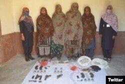 سی ٹی ڈی کی جانب سے خواتین کی گرفتاری کے بعد سوشل میڈیا پر جاری کی جانے والی تصویر