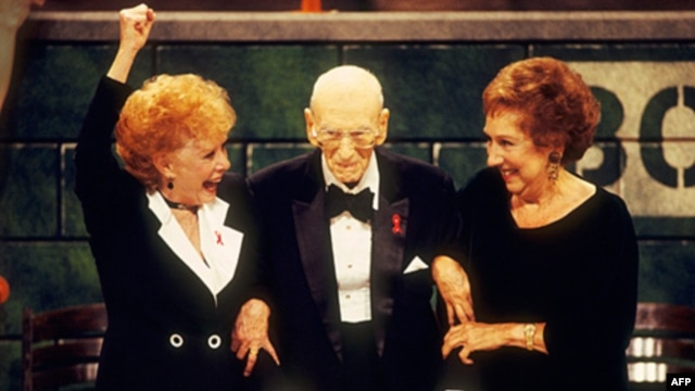 Actresses Gwen Verdon, left, and Jean Stapleton with George Abbott, who celebrated his 107th birthday at the 1994 Tony Awards