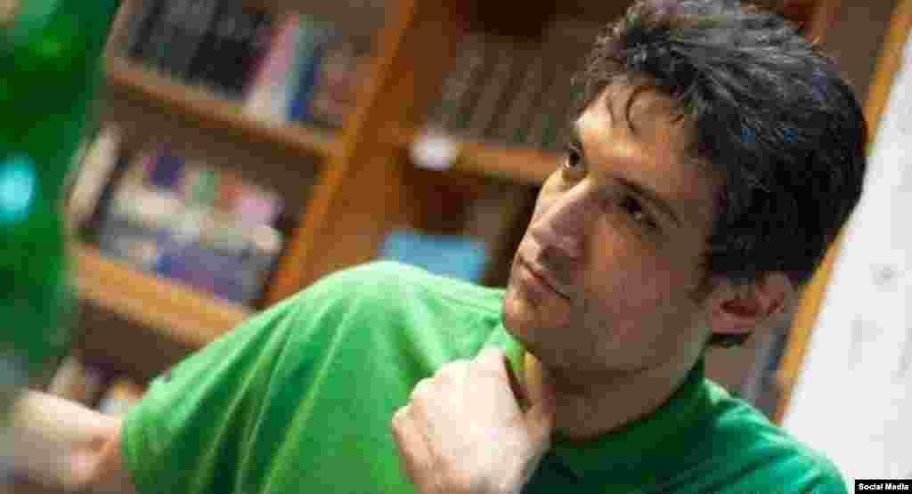 فرهاد میثمی پزشک و فعال مدنی که به خاطر اعتراض به حجاب اجباری زندانی شده، همچنان در اعتصاب غذاست. وضعیت او وخیم گزارش شده است.