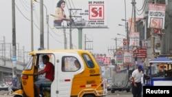 Esta escena en una calle de Lima, Perú, muestra de alguna manera el empuje de la región en el desarrollo humano.