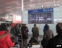 北京首都机场内客查看航班情况