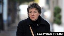 Branka Milić prilikom dolaska u zgradu suda u Podgorici, novembar 2017. (Foto: Savo Prelević, RSE)