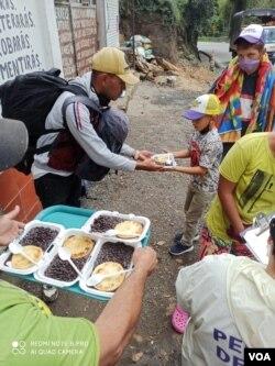 Organizaciones No Gubernamentales Como Red Humanitaria brindan apoyo a los migrantes en medio de sus travesías. Foto cortesía Red Humanitaria.