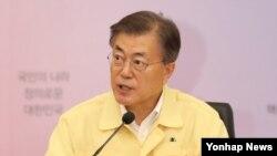 23일 한국 외교부 청사에서 문재인 대통령이 취임 후 처음으로 가진 '2017 외교부·통일부 핵심정책 토의'에서 발언하고 있다.