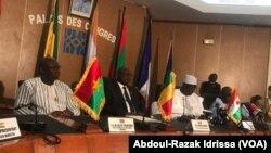 Les représentants du G5 Sahel au Palais des Congrès à Niamey, au Niger, le 17 juillet 2018. (VOA/Abdoul-Razak Idrissa)
