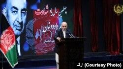 مجاهدین سابق، حکومت را از حزب دموکراتیک خلق گرفتند و بعد از آن طالبان ارگ را تصرف نمودند
