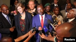 Samantha Power, the United States' U.N. ambassador, and Burundian President Pierre Nkurunziza speak to reporters in Gitega, Burundi, Jan. 22, 2016.