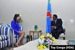 FILE - U.S. Ambassador to the United Nations Nikki Haley, left, meets with Congolese President Joseph Kabila in Kinshasa, Oct. 27, 2017. (VOA/Top Congo)