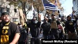 Thành viên của tố chức cực hữu Proud Boys biểu tình ủng hộ Tổng thống Donald Trump tại Washington D,C, ngày 14/11/2020.
