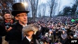 Có ít nhất 15,000 người tụ tập để tham dự Ngày Chuột Chuỗi năm nay tại bang Pennsylvania, Hoa Kỳ