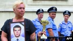 Мать Дмитрия Ящука не верит в суицид своего сына