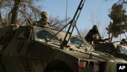 Солдаты из французского контингента в Афганистане ведут патрулирование улиц Кабула (архивное фото)