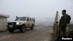 Binh sĩ Israel canh gác tại khu vực biên giới Israel-Syria trong vùng Cao nguyên Golan.