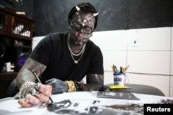 برازیلین ٹیٹو آرٹسٹ مشل فارو پراڈو سوشل میڈیا پر 'ڈیاباؤ پراڈو' یا 'ڈیول پراڈو' کے نام سے مشہور ہیں۔
