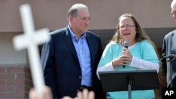 Rowan County Clerk Kim Davis, with Republican presidential candidate Mike Huckabee at her side, speaks after being released from the Carter County Detention Center in Grayson, Kentucky, Sept. 8, 2015.