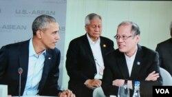 美国奥巴马与菲律宾总统阿基诺三世在美国和东盟峰会第二天的会谈中(2016年2月16日,美国之音莉雅拍摄)