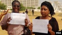 Mata masu zanga-zanga a Abuja kafin 'yan sanda su tarwatsa su.