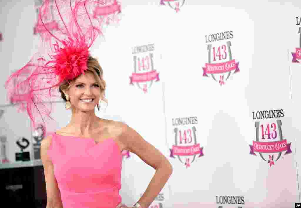 Krista Rosenberg, fituesja e konkursit të modës në Kentucky Derby.