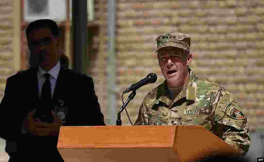 ژنرال اسکات میلر فرمانده نیروهای آمریکایی و ناتو در افغانستان. ژنرال میلر روز یکشنبه، فرماندهی نیروهای آمریکا و سازمان پیمان آتلانتیک شمالی، ناتو، در افغانستان را از ژنرال جان نیکلسون تحویل گرفت.