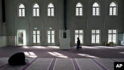 荷蘭首都阿姆斯特丹一家清真寺內的穆斯林