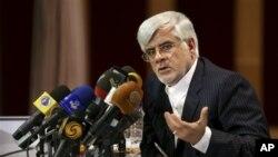 Mantan wakil Presiden Iran, Mohammad Reza Aref, saat mengumumkan pencalonan dirinya sebagai Capres Iran untuk Pilpres 14 Juni mendatang (Foto: dok). Televisi Pemerintah Iran menghentikan siaran kampanyenya dengan alasan masalah teknis, setelah ditayangkan selama 15 menit.