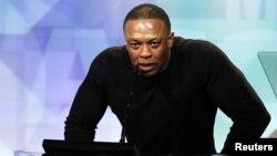 Artis/produser Dr. Dre pada sebuah acara penghargaan di Beverly Hills, California. (Foto: Dok)