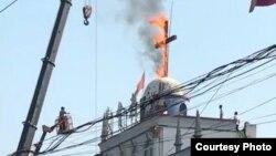 河南當局燒除當地教堂十字架(對華援助協會圖片)
