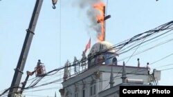 河南当局烧除当地教堂十字架(对华援助协会图片)