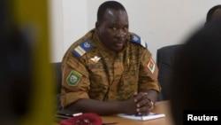 Le lieutenant-colonel Isaac Zida à Ouagadougou, capitale du Burkina Faso, le 2 novembre 2014. (Photo Reuters)
