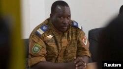 Letnan Kolonel Isaac Zida ditunjuk sebagai PM baru Burkina Faso hari Rabu (19/11).