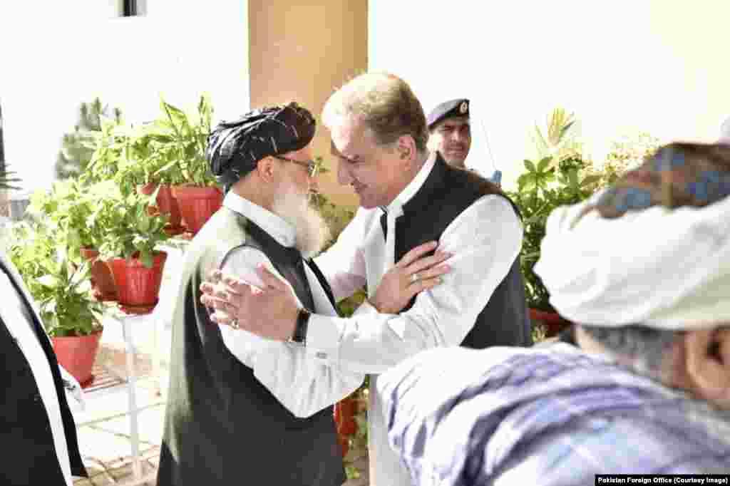 افغان طالبان کا وفد ملا عبدالغنی برادر کی سربراہی میں بدھ کی شب پاکستان پہنچا ہے۔