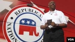 El presidente del Comité Nacional del Partido Republicano, Michael Steele, durante un acto de campaña en California.