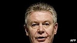 Ủy viên Thương mại của EU Karel De Gucht đề nghị viết lại một số chi tiết của hiệp định