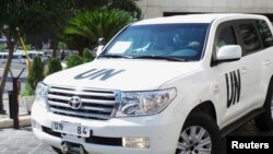 聯合國調查組車隊8月28日離開酒店恢復工作。