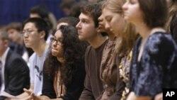 美國社會對助學金法案存在分歧。