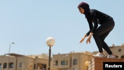 "An Egyptian woman from Parkour Egypt ""PKE"" works on her parkour skills around buildings on the outskirts of Cairo, Egypt July 20, 2018. Picture taken July 20, 2018. (REUTERS/Amr Abdallah Dalsh)"
