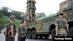한민구 한국 국방장관은 23일 미사일사령부를 방문해 북한이 도발하면 어디든 타격할 수 있도록 준비하라고 지시했습니다.