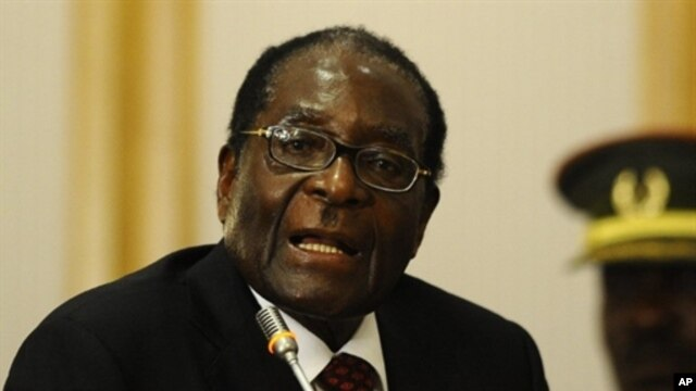 Zimbabwean president Robert Mugabe, 17 Aug 2010 (file photo)