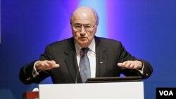 Presiden FIFA Sepp Blatter berpidato dalam Kongres Konfederasi Sepakbola Asia (AFC) ke 24 di Doha hari Kamis (6/1).