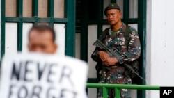 民众在首都马尼拉抗议菲律宾总统杜特尔特对棉兰老地区实施军管 (2017年7月7日资料照)