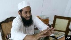 Thẩm phán Hồi giáo Abdul Qayyum Mufti trong buổi điều trần tại Tòa án Hồi giáo ở Ahmadabad. Tòa án cấp cao Ấn Ðộ nói rằng các thẩm phán Hồi giáo chỉ có thể ra phán quyết khi các cá nhân tự nguyện bị đưa ra xét xử.