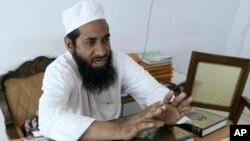 جج مفتی عبد القیوم، طلاق کا مقدمہ سنتے ہوئے (فائل)