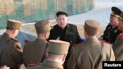 북한 김정은 국방위원회 제1위원장이 인민군 제572대련합부대와 제630대련합부대 관하 부대들의 련합협동훈련을 조직 지도했다고 북한 조선중앙통신이 23일 보도했다. (자료사진)