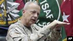 Panglima pasukan NATO dan Amerika di Afghanistan Jenderal John Allen (foto: dok).