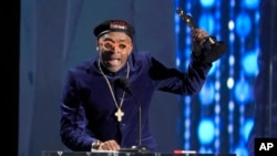 Spike Lee accepts an honorary Oscar at the Governors Awards at the Dolby Ballroom in Los Angeles, Nov. 14, 2015.